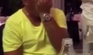Κορυφαίος Έλληνας τραγουδιστής σπάει και κλαίει για τον πατέρα του (Βίντεο) (Nassos blog)