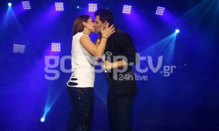 «Τρελάθηκε» η Ασλανίδου με τον Ρουβά! Η αγκαλιά και το φιλί στο στόμα στο Κέντρο Αθηνών