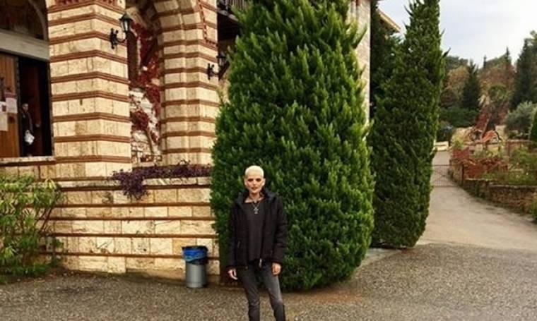 Η Νανά Καραγιάννη σε μοναστήρι (φωτό)
