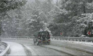 Καιρός: Χιονίζει τώρα στην Αττική - Δείτε LIVE εικόνα
