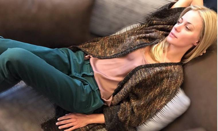 «Λιώνει» στον καναπέ της η Μακρυπούλια