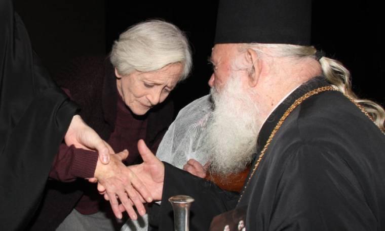 «Μάγεψε» τον Αρχιεπίσκοπο η Δέσποινα Μπεμπεδέλη