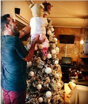 Στέφανος Κωνσταντινίδης: Τα πρώτα Χριστούγεννα με την κόρη του- Η τρυφερή φωτογραφία
