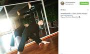 Δείτε τον Αντώνη Φραγκάκη να παραδίδει μαθήματα…  yoga!