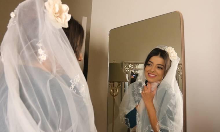 Οι Συμμαθητές: Ο Γιώργος  πιέζει τη Σεσίλια να κάνουν γρήγορα το γάμο