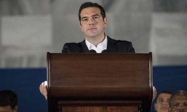 Περιμένοντας το Eurogroup με το βλέμμα στο ιταλικό δημοψήφισμα