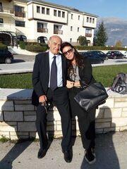 Βάνα Μπάρμπα: Ποζάρει στην αγκαλιά του πατέρα της (φωτο)