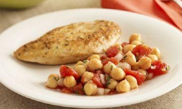 Σαλάτα (ή συνοδευτικό) με ρεβύθια και ντομάτα!