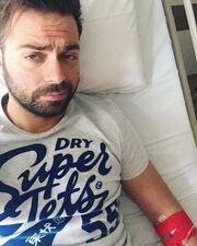 Κι άλλος γνωστός Έλληνας τραγουδιστής στο νοσοκομείο (φωτο)