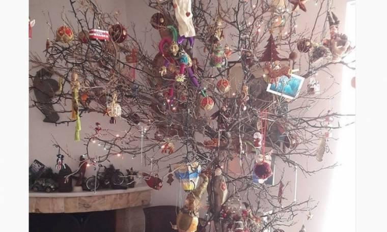 Έλληνας ηθοποιός στόλισε το… δέντρο του