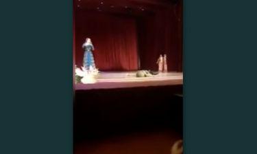 Σοκ! Χορευτής παθαίνει έμφραγμα και πεθαίνει στη σκηνή και οι θεατές τον χειροκροτούν