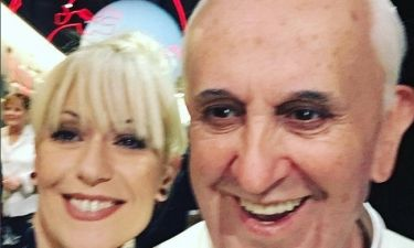 Η selfie της Μπακοδήμου με τον Πάππα!