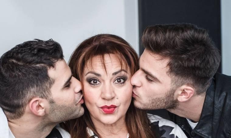 Η Μαρία Φιλίππου φωτογραφίζεται με τους γιους της (φωτο)