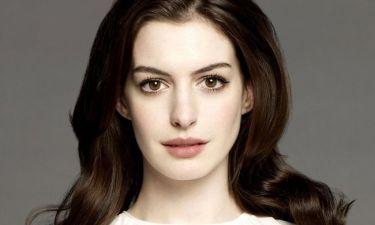Καιρό είχαμε να τη δούμε! Η πιο κομψή εμφάνιση της εβδομάδας ανήκει σίγουρα στην Anne Hathaway
