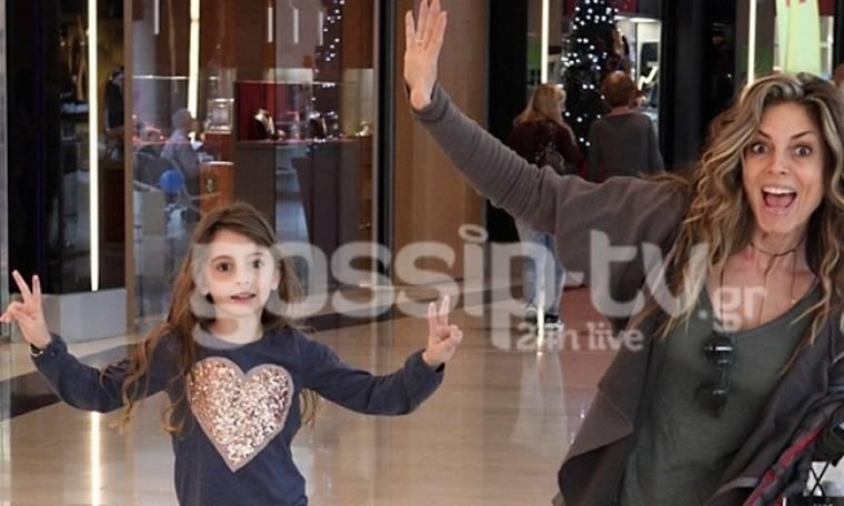 Κατερίνα Λάσπα: Χριστουγεννιάτικες αγορές με την κόρη της στο Μαρούσι