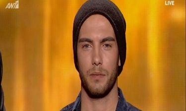 Ο 26χρονος με τη «μαγευτική» φωνή και την τραγική ιστορία της οικογένειάς του - Συγκινήθηκε on air