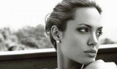 Η Angelina Jolie, τα ανατρεπτικά Χριστούγεννα και ο άντρας που επιστρέφει ξανά στη ζωή της