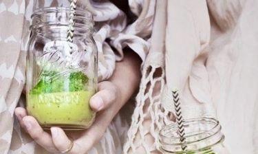 Αυτός ο detox χυμός θα σε βοηθήσει να αντιμετωπίσεις το φούσκωμα των χριστουγεννιάτικων ημερών