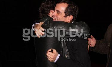 Μια φιλία χρόνων! Ποιος αγκαλιάζει τον Μαρκουλάκη;