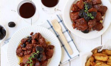 Χριστουγεννιάτικες συνταγές: Χοιρινό με δαμάσκηνα για το γιορτινό τραπέζι