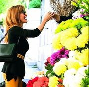 Βίκυ Χατζηβασιλείου: Η επίσκεψή της στο ανθοπωλείο και η φωτογραφία της στο instagram