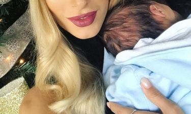 H πρώτη φωτογραφία της γνωστής Ελληνίδας με τον γιο της