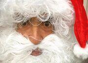 Ελληνας παρουσιαστής ντύθηκε Άγιος Βασίλης