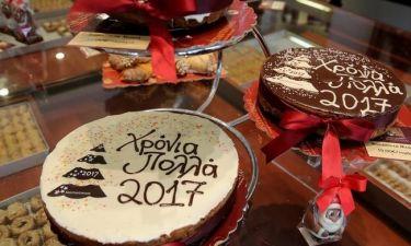 Βασιλόπιτα: Δύο συνταγές από την Αργυρώ Μπαρμπαρίγου για τη «βασίλισσα» της Πρωτοχρονιάς