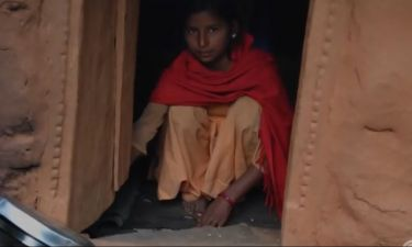 Νεπάλ: Τα κορίτσια με περίοδο θεωρούνται «μιαρά» και εξορίζονται