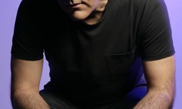 Έλληνας τραγουδιστής εξομολογείται: «Πάλευα 8 χρόνια με την κατάθλιψη»