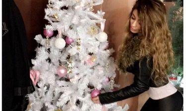 Μίνα Αρναούτη: Η φωτό δίπλα στο  Χριστουγεννιάτικο δέντρο στο πατρικό της