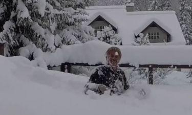 Έλα παναγία μου! Έκανε μακροβούτι μέσα στο χιόνι