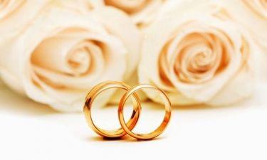 Έλληνας τραγουδιστής διαψεύδει ότι παντρεύτηκε το καλοκαίρι