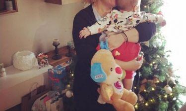 Παραμονή Πρωτοχρονιάς αγκαλιά με τον ανιψιό της η…