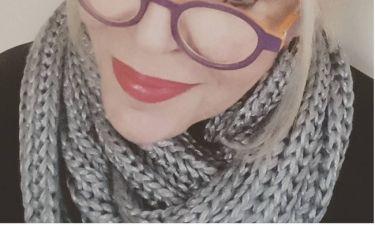 Ποζάρει με τα εκκεντρικά της γυαλιά η…