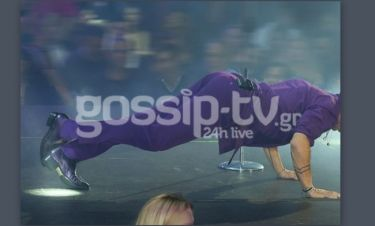 Έκανε push ups on stage