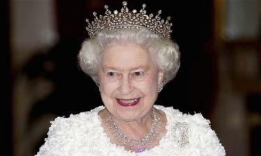 Απίστευτο σκηνικό στο Buckingham: Φρουρός παραλίγο να… πυροβολήσει την Βασίλισσα Ελισάβετ