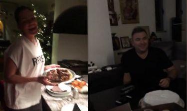 Μπόσνιακ – Ρέμος: Έκοψαν την πρωτοχρονιάτικη πίτα. Δείτε πρώτη φορά το εσωτερικό του σπιτιού τους