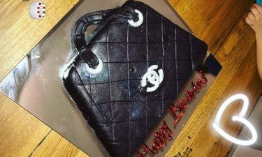 Με τούρτα «υπερπαραγωγή» γιόρτασε τα γενέθλιά της η τραγουδίστρια