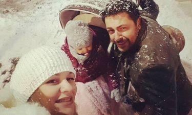 Γιώργος Χειμωνέτος: Στα χιόνια με την κόρη και την εγκυμονούσα σύντροφό του!