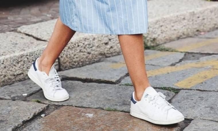 Τα sneakers που έρχονται να εκτοπίσουν τα Stan Smith είναι ό,τι πιο 90s μπορείς να βάλεις