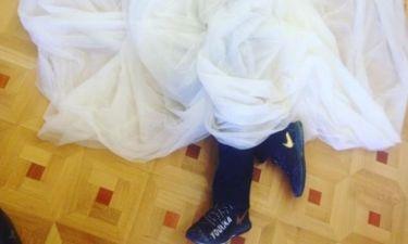 Πρόβα νυφικού με... αθλητικά παπούτσια για την Ελληνίδα ηθοποιό