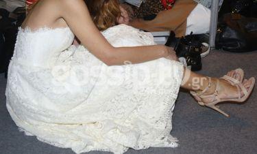 «Φρεσκοχωρισμένη» παρουσιάστρια ντύθηκε νυφούλα