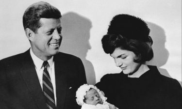 Jackie Kennedy: Οι ερωτικές της σχέσεις με τα αδέρφια του Προέδρου αλλά και με stars του Hollywood
