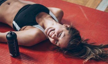 Το πρόγραμμα που θα λατρέψεις αν θες να κάψεις άπειρες θερμίδες αλλά βαριέσαι εύκολα τη γυμναστική