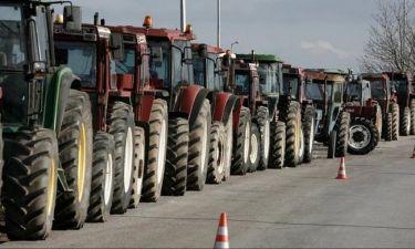 Μπλόκα αγροτών: Κομμένη στα δύο η Ελλάδα - Κλειστή η Εθνική Οδός Αθηνών - Θεσσαλονίκης