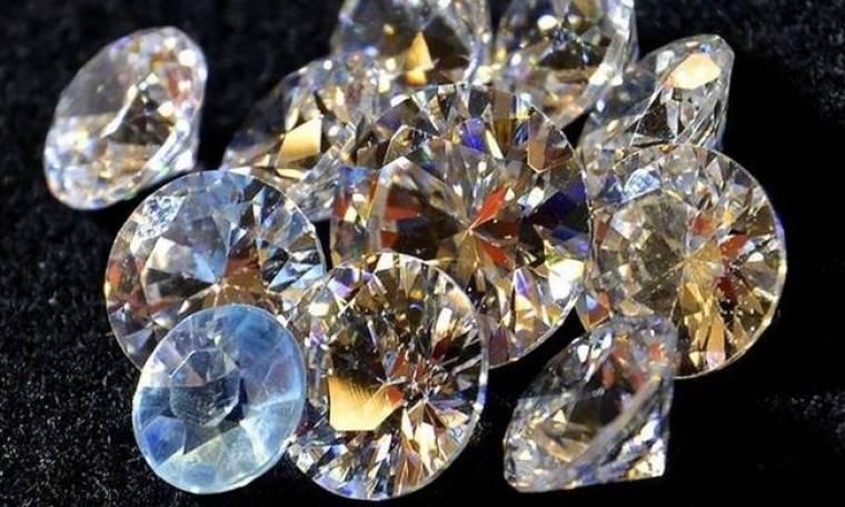 Χαμός στην Εύβοια: Ψάχνουν αμύθητο θησαυρό με λίρες και διαμάντια!