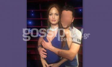 Έλληνας τραγουδιστής αγκαλιά με την Jolie