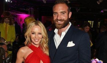 Η Kylie Minogue σπάει τη σιωπή της για τον χωρισμό της με τον Joshua Sasse