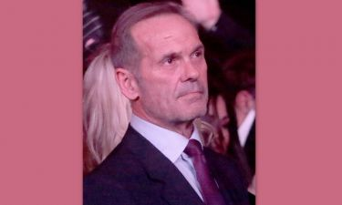 Κωστόπουλος: Περιτριγυρισμένος από συγγενείς και φίλους στο «τελευταίο αντίο» στη μητέρα του (φωτό)